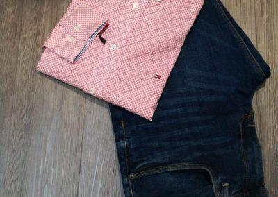 Hemd von Hilfiger statt 89,90 € jetzt um nur 71,92 € und Jeans von Hilfiger statt 119,00 € jetzt um nur 95,20 €