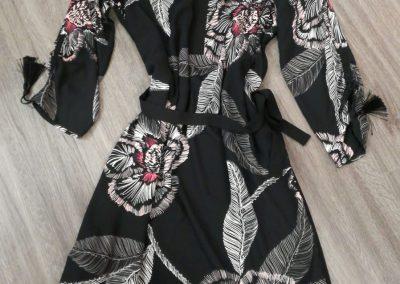 Kleid von Comma statt 119,99 € jetzt um nur 83,99 €